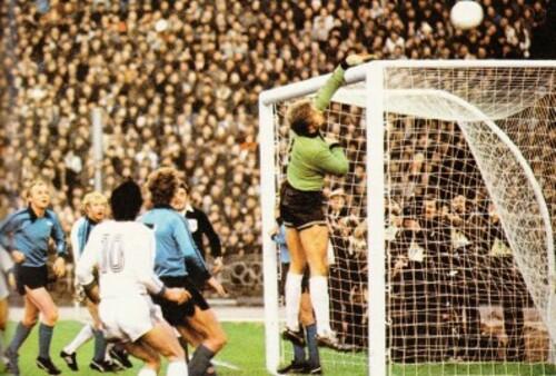 ВІДЕО. 44 роки тому Динамо обіграло Боруссію М при ста тисячах глядачів