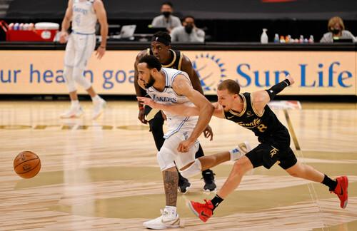 НБА. 41 очко Каррі, Лейкерс обіграли Торонто, Філадельфія сильніше Бостона