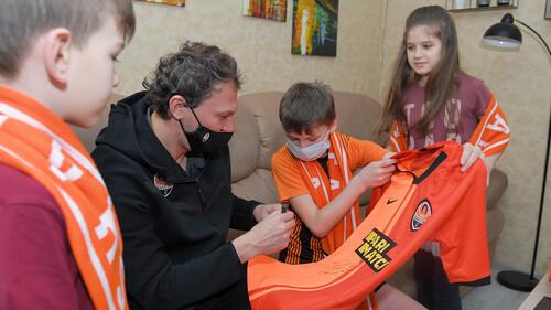 Пятов побывал в гостях у семьи фанатов Шахтера в Полтаве