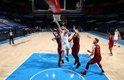 НБА. 10 очков Михайлюка не спасли Оклахому от поражения, неудача Лейкерс