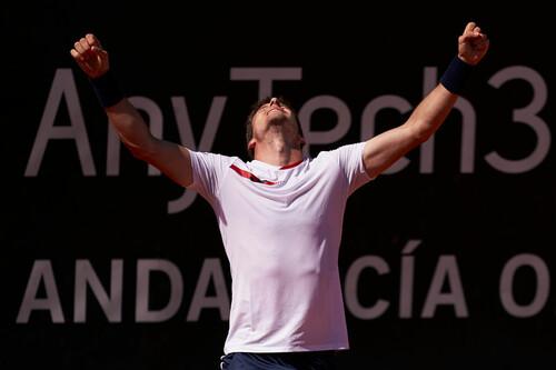 Сонего и Карреньо-Буста выиграли домашние турниры ATP