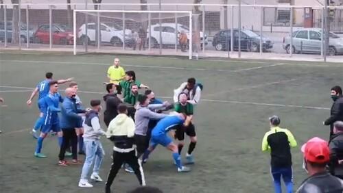 ВІДЕО. Це не футбол. Матч в Іспанії завершився грандіозною бійкою