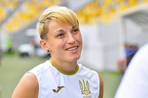 ВИДЕО. Что она хотела сделать? Странный фол футболистки сборной Украины