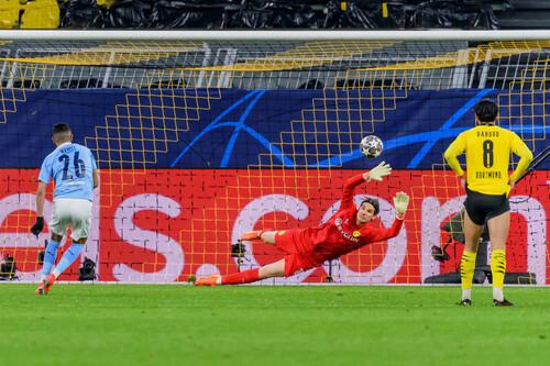 ВИДЕО. Манчестер Сити забил важный гол. Марез реализовал пенальти