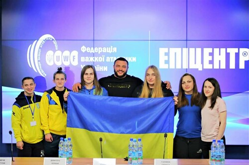 Украинские тяжелоатлеты получили призовые от Эпицентра за победу на ЧЕ