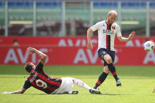 Милан победил Дженоа благодаря автоголу Скамакхи