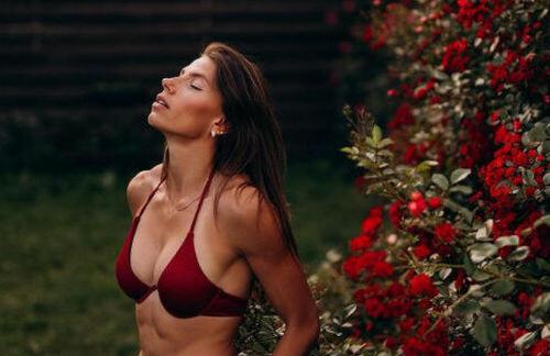 ФОТО. Марина Бех-Романчук в купальнике похвасталась красивой фигурой