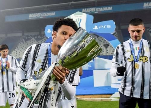 ВИДЕО. Как Ювентус праздновал победу в Суперкубке Италии