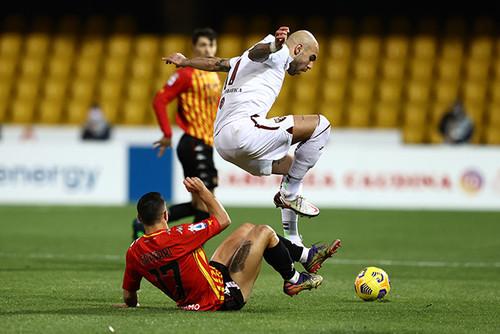 Дубль Дзадза помог Торино вырвать ничью в выездном матче с Беневенто