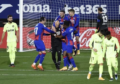 Эйбар – Атлетико – 1:2. Облаку забил пенальти вратарь! Видео голов и обзор