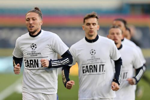 Заслужи ЛЧ. Лідс у протест вийшов проти Ліверпуля у спеціальних футболках
