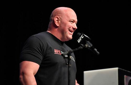 Коронавирус побежден? На турнир UFC 261 зрители могут прийти даже без масок