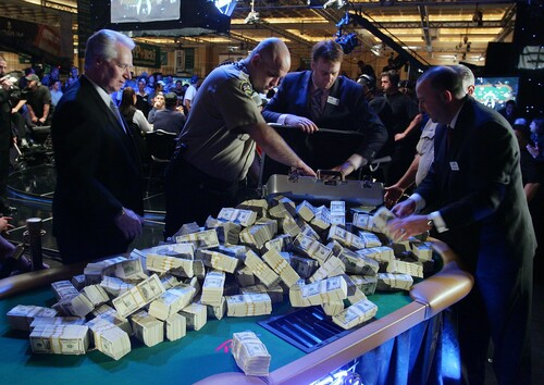 Владелец крупнейшего покер-рума хочет отсудить у Facebook $23 млн