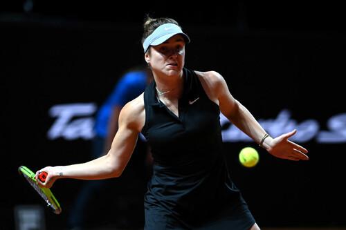 Свитолина нанесла поражение Кербер в двух сетах на турнире в Штутгарте