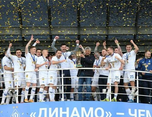 ВИДЕО. Динамовские фанаты встретили команду возле базы. Что было дальше?