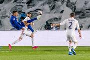 Реал і Челсі розійшлися миром, Шахтар запропонував контракт Де Дзербі