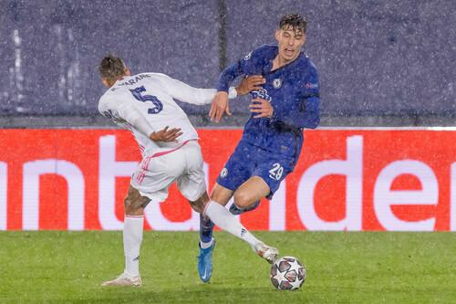 ФОТО. Под дождем в Мадриде. Как Реал и Челси в полуфинале сражались