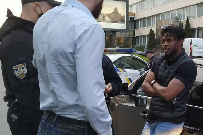 ВИДЕО. Эбука нарушил ПДД. В Киеве поймали за рулем пьяного футболиста