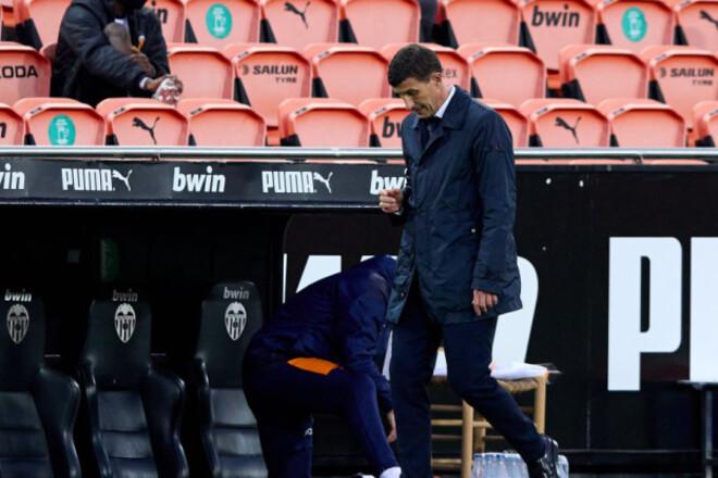 Оказались рядом с зоной вылета. Валенсия уволила тренера за 4 тура до конца