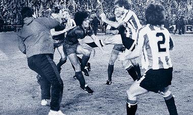 ВІДЕО. 37 років легендарній бійці в фіналі Кубка Іспанії за участю Марадони