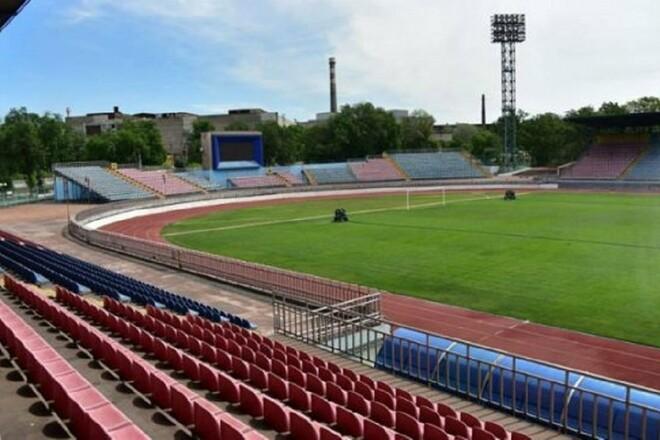 Луческу остался доволен состоянием газона в Мариуполе
