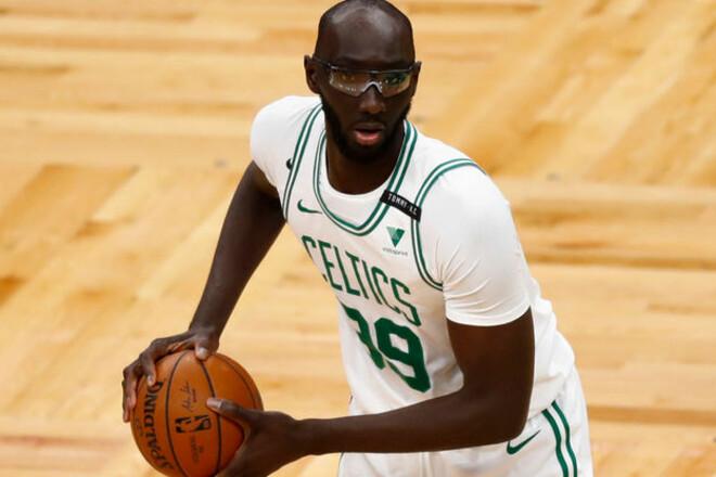 ВІДЕО. Найвищий гравець НБА поставив чотири блок-шоти за хвилину