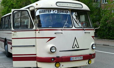 ФОТО. Назад у минуле. Шахтар пересів на автобус 1973 року випуску