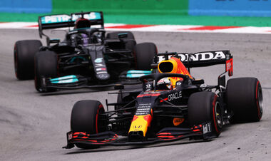 Хэмилтон выиграл Гран-при Испании, Мерседес переиграл Ред Булл