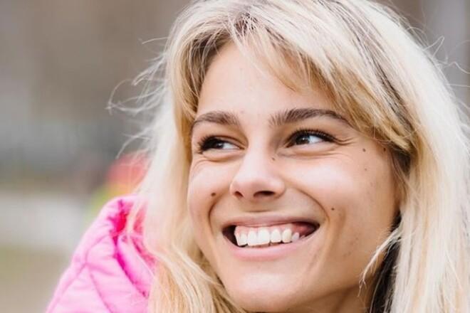 ВІДЕО. Спокуслива Юлія Левченко отримала другу дозу вакцини