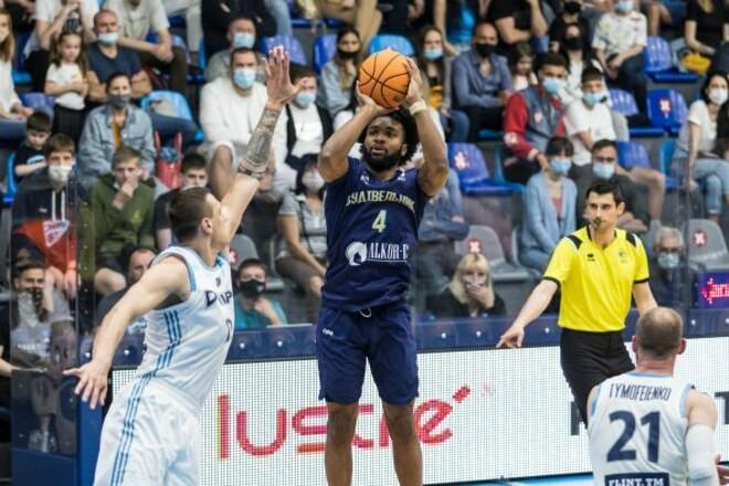 Будивельник одержал волевую победу во втором четвертьфинале против Днепра