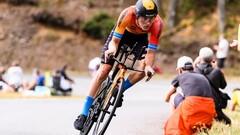 ВИДЕО. Приземлился на голову. Страшное падение велогонщика на Джиро