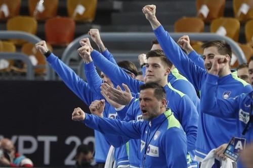 12 игроков сборной Словении отравились перед важным матчем ЧМ