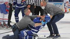 ВИДЕО. Ногой в голову. Хоккеист Торонто рисковал получить серьезную травму