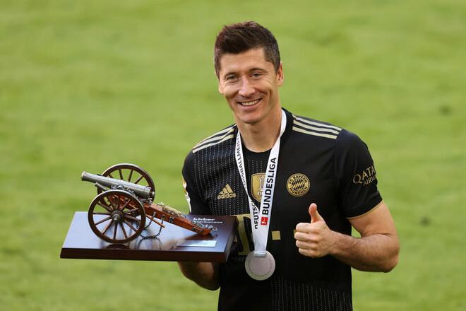 Бавария — Аугсбург — 5:2. Рекорд Левандовски! Видео голов и обзор матча