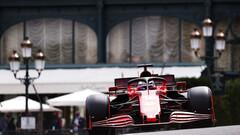 Леклер разбил болид, но сенсационно взял поул в Монако. Проблемы Хэмилтона