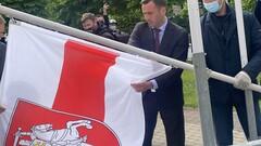 Международный скандал. В Латвии заменили флаг Беларуси на бело-красно-белый