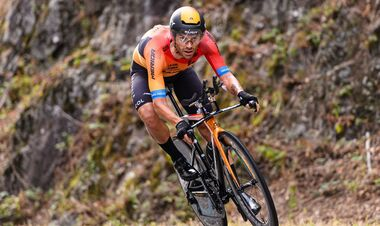 Джиро д'Италия. Карузо выиграл этап, Берналь защитил лидерство
