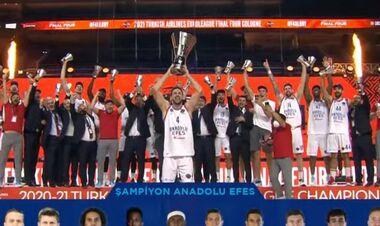 Турецкий Анадолу Эфес обыграл Барселону и завоевал трофей Евролиги