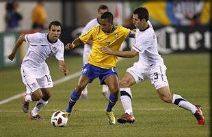 Неймар и Пато обеспечили победу Бразилии