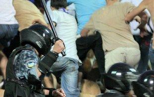 Виновные в избиении фанатов милиционеры наказаны