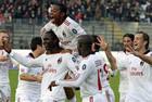 Милан с Кассано упрочняет лидерство