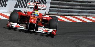 В Ferrari, кто-то на втором ряду, а кто-то в боксах