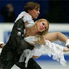 Елена Грушина и Руслан Гончаров занимают второе место в соревнованиях танцевальных пар, золото у Татьяны Навки и Романа Костомарова