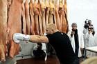 Боец ММА провел тренировку на мясокомбинате + ВИДЕО