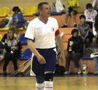 Сергей Бубка играет в футзал
