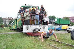 Богатир з Івано-Франківська протягнув поїзд на 13 метрів