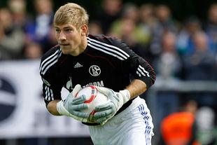 Руководство Шальке поощрило молодого вратаря