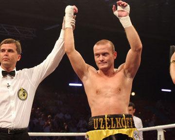 Узелков неуверенно победил Белкасема