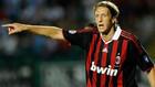 Массимо Амброзини покидает Милан
