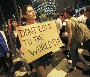 Бразильцы вышли на улицы протестовать